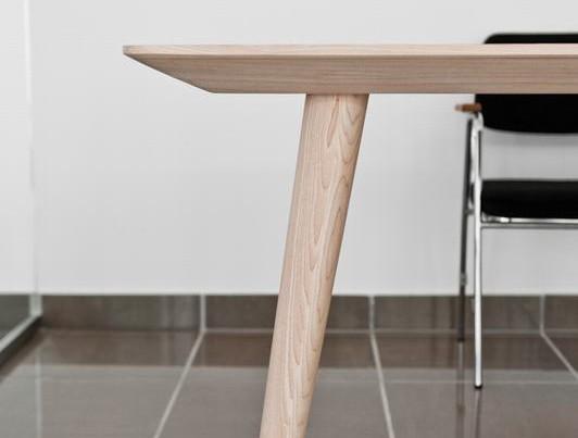 Komplet stołów i stolików kawowych